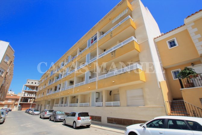 Impressive 2 Bed / 2 Bath Apartment with Parking