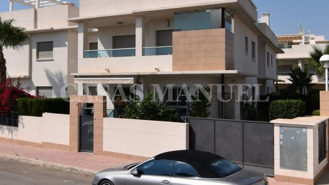 Luxury 2 Bed Apartment in Dona Pepa