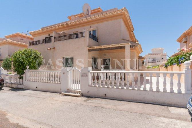 Spacious Corner Townhouse in Playa Flamenca