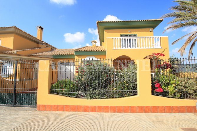 Charming 4 Bed Villa With Pool + Garage - Lomas Del Rame