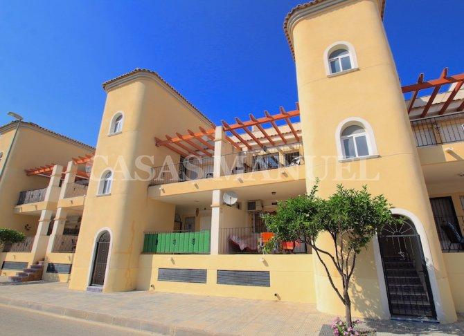 Beautiful South-Facing Apartment with Private Solarium
