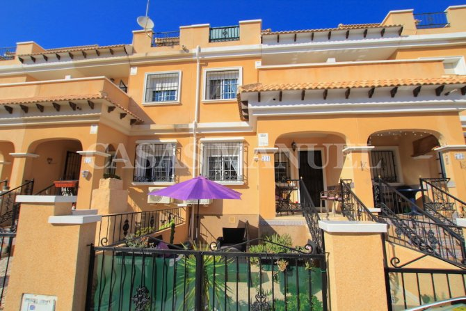 South-Facing Townhouse in Residential Entre Golf