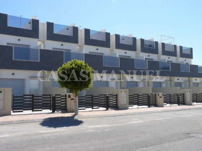New Build Townhouses 500M From the Beach!