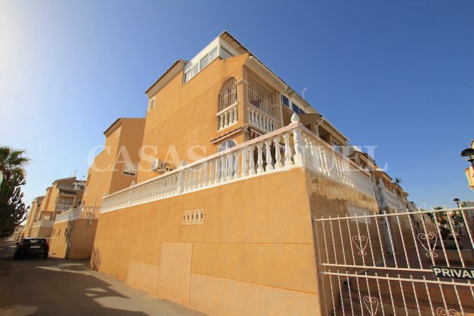 Spacious Townhouse with Sea Views and Internal Garage