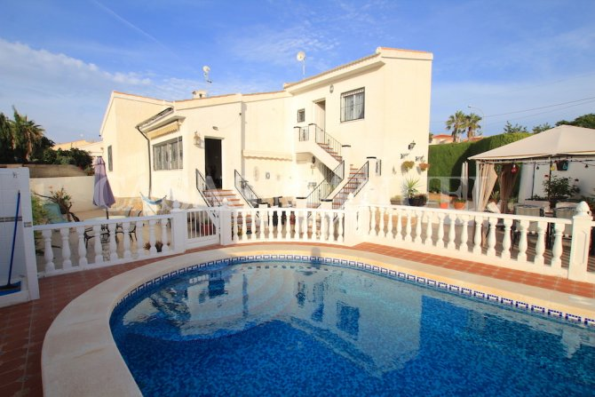 Stunning 2 Bed Villa with 2 Self-Contained Guest Apartments!