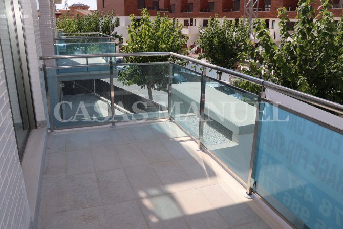 Stunning New Build Apartment Walking Distance to the Sea