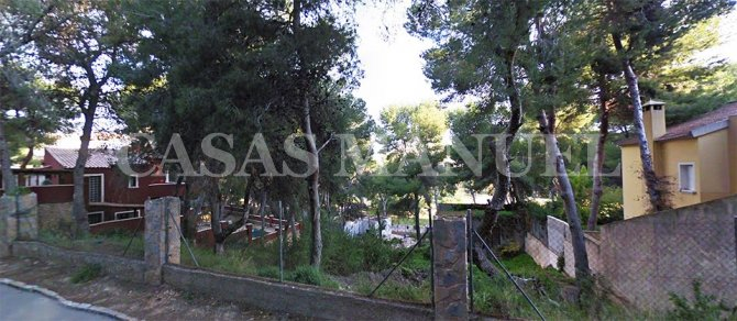 Plot of land with sea views in Campoamor