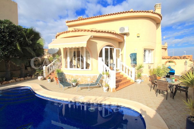 Beautiful 3 Bed South-Facing Villa with Pool