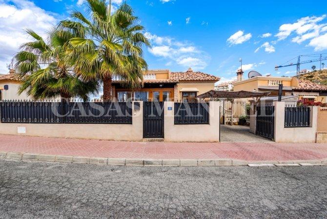 3 Bed South-Facing Mediterranean-Style Villa