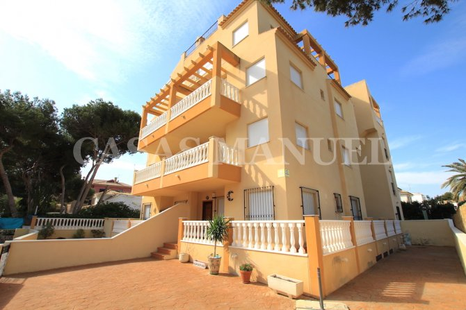 Stunning 3 Bed / 2 Bath Apartment - 200m From The Beach!