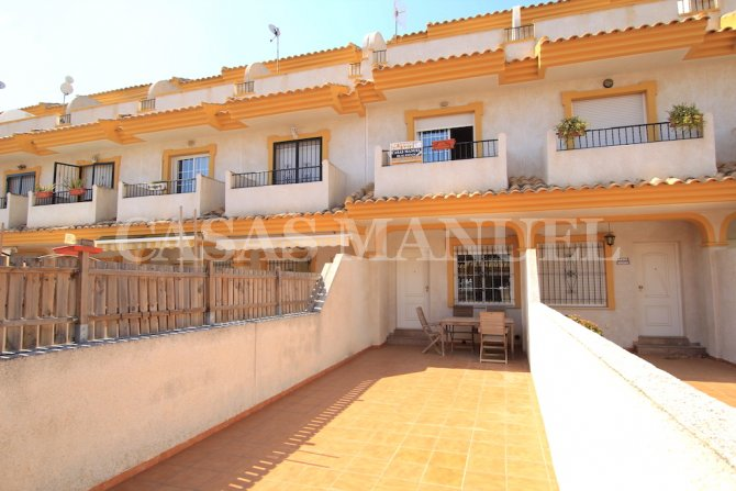 3 Bed / 3 Bath Townhouse - Walking Distance To The Beach