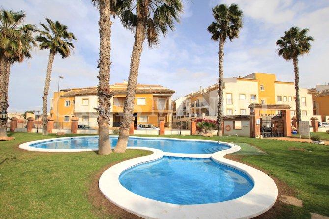 Roomy 3 Bed / 2 Bath Duplex Penthouse - Village Setting