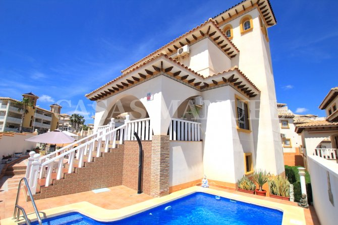 Stylish 3 Bed / 3 Bath Villa With Private Pool + Garage
