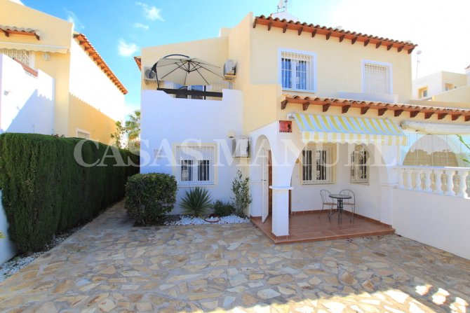 Stunning 3 Bed / 2 Bath South-Facing Townhouse