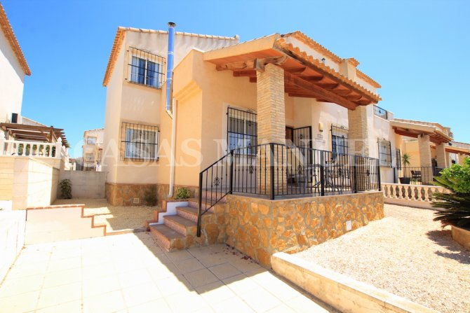 Spacious 3 Bed / 2 Bath Townhouse With Designer Interior and Pool Views