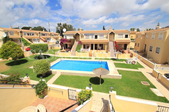 Top-Floor Apartment - Pool And Garden Views