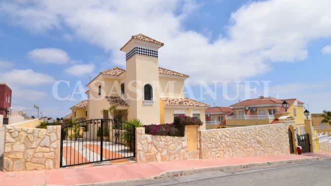 Fabulous Detached Villa in Villamartin