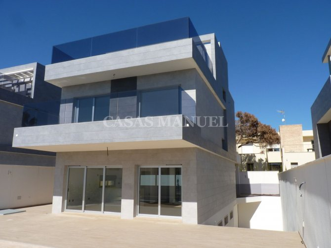 Villa 350M from the beach- Key Ready!
