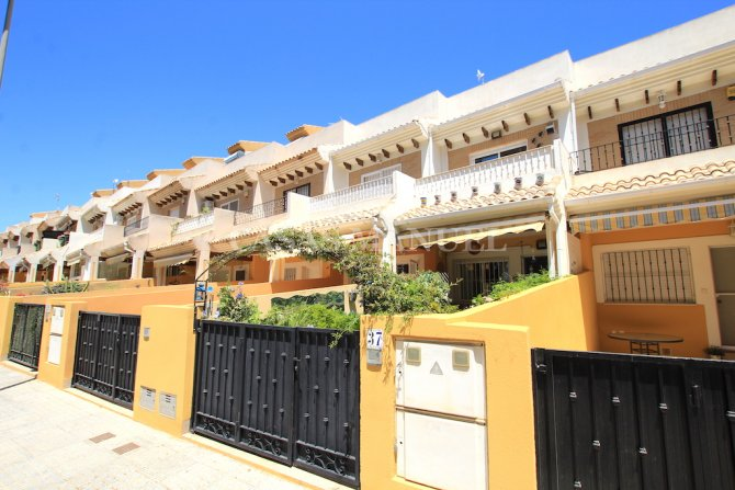 Stunning 2 Bed / 2 Bath South-Facing Townhouse