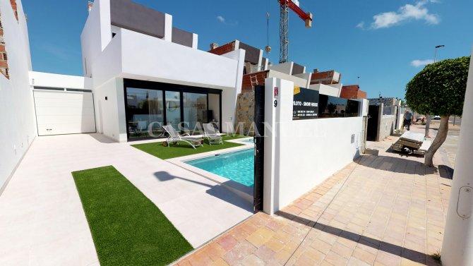 Modern New Build Detached Villa-600M from the Beach