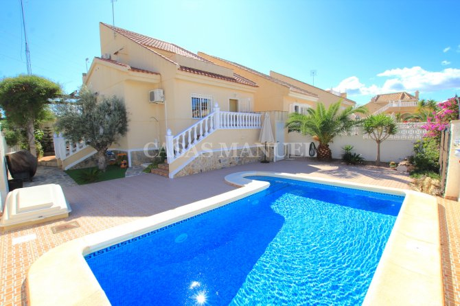 3 Bed / 2 Bath Villa With Private Pool and Mountain Views