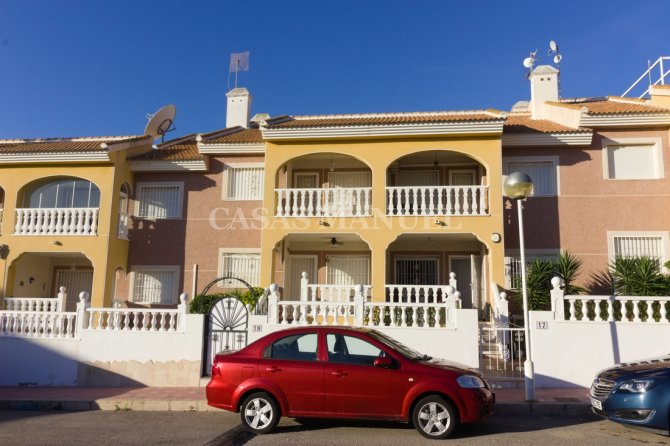 Stylish 2 Bed Apartment - Highly Desirable Setting