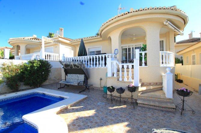 Delightful 5 Bed / 3 Bath Villa With Private Pool