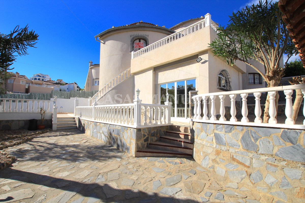 Sizeable 5 Bed / 4 Bath Villa With Private Pool + Guest Accommodation