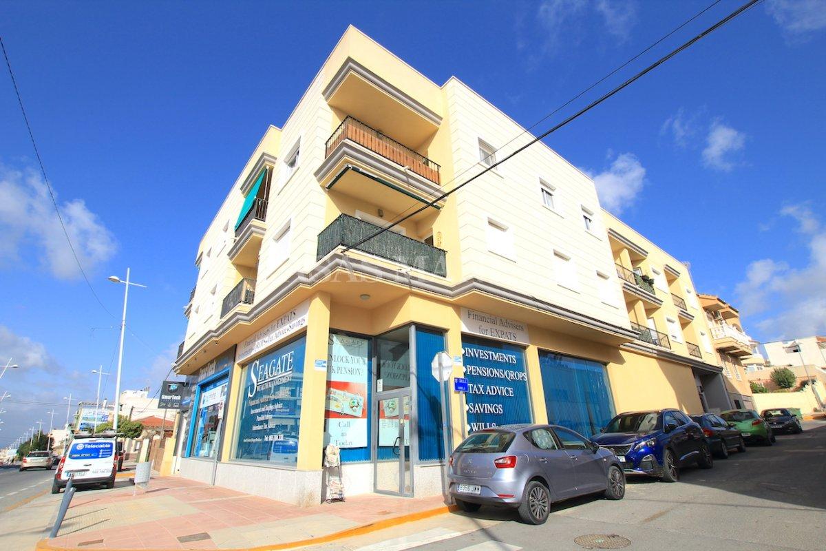 Contemporary 2 Bed Apartment - Benijofar High Street!