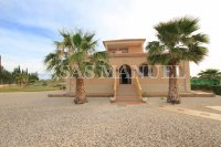 Stylish Villa With Garage + Golf Course Views!