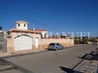 Detached Villa With Underbuild (28)