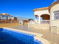3 Bed Villa with Pool and Double Garage  (3)