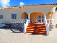 3 Bed Villa with Pool and Double Garage  (4)
