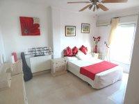 Contemporary 4 Bed / 3 Bath Villa - El Oasis  (25)