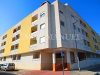 Well-Presented 2nd Floor 2 Bed / 1 Bath Apartment  (3)