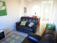 Well-Presented 2nd Floor 2 Bed / 1 Bath Apartment  (10)