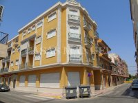 Sizeable 5 Bed / 3 Bath Ground Floor Apartment