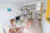 Spacious 3 Bed / 2 Bath Property With Large Garden  (4)