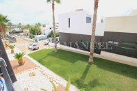 Luxury 2 Bed / 2 Bath Garden Apartment  (13)