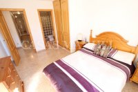 Stylish 3 Bed South-Facing Penthouse Apartment (16)