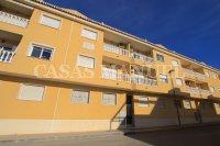 South-Facing Top Floor Apartment with Solarium (18)