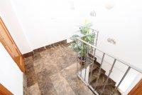 Spacious 3 Bed / 2 Bath Duplex Apartment  (7)
