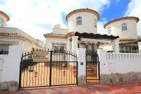 Stylish 3 Bed / 2 Bath Villa With Outdoor Space  (4)