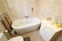 Sizeable 3 Bed / 2 Bath South-Facing Villa  (14)