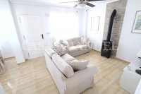 Spacious 3 Bed / 2 Bath Townhouse With Designer Interior and Pool Views  (16)