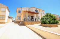Spacious 3 Bed / 2 Bath Townhouse With Designer Interior and Pool Views  (27)