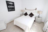 Stunning 4 / 2 Bath Bed Semi With Private Pool + Designer Interior  (12)