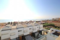 Luxury 5 Bed Property Just 100m from the Beach - Sea Views! (7)