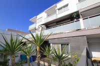 Luxury 5 Bed Property Just 100m from the Beach - Sea Views! (1)