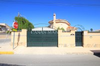 3 Bed / 2 Bath South-Facing Detached Villa with Private Pool  (30)